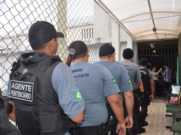 Concurso Agente Penitenciário CE oferece 1.000 vagas para nível médio! Inicial de R$ 3 mil.