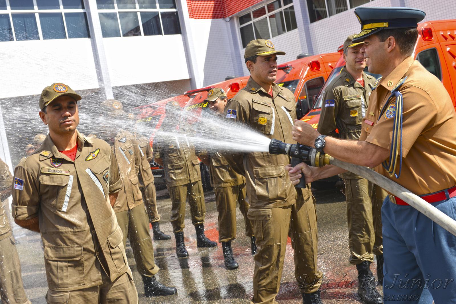 Resultado de imagem para bombeiro pe