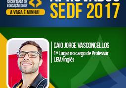 """""""Nunca dê menos que 100% da sua dedicação"""". Conheça a história de Caio Vasconcellos, 1º Lugar na SEDF para professor e inspire-se!"""