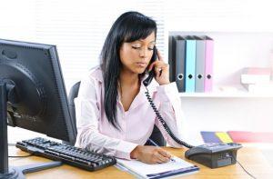 Imagem de trabalhadora que passou em um Concurso Administrativo.