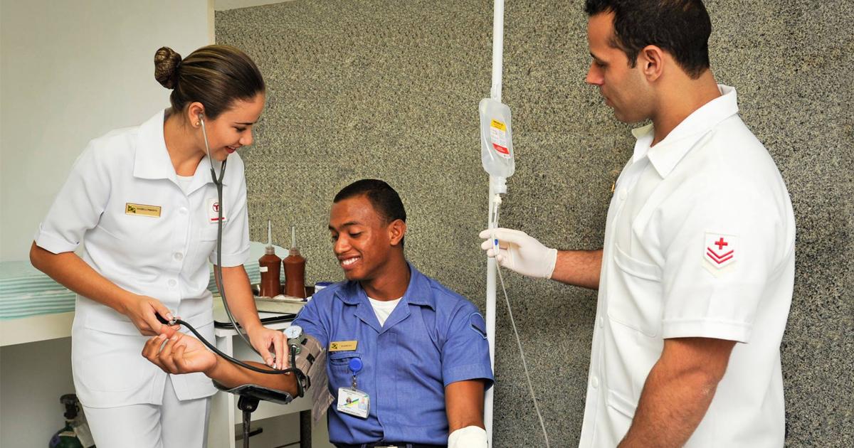 Resultado de imagem para Marinha abre seleção para médicos, dentistas e profissionais da área de Saúde