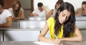 Resolver questões de concurso é essencial para o aprendizado.